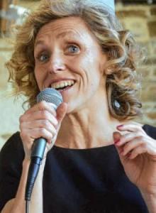 la-voix-de-la-chanteuse-barbara-poulain-a-raconte-les_1834315_330x450